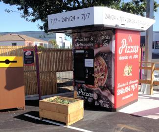 Distributeur 24/24 à pizzas sur le parking de Oh'Tuyaux